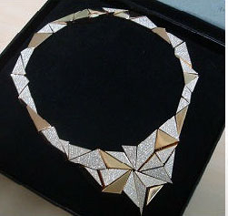 2011_12_cle-de-peau-necklace-compact