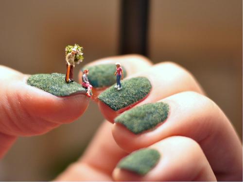 Tiny-people-manicure