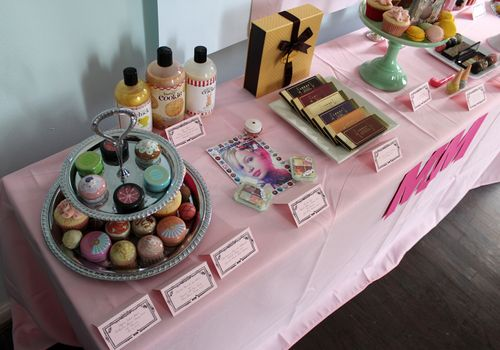 MM-sweet-tooth-table-left-angle2