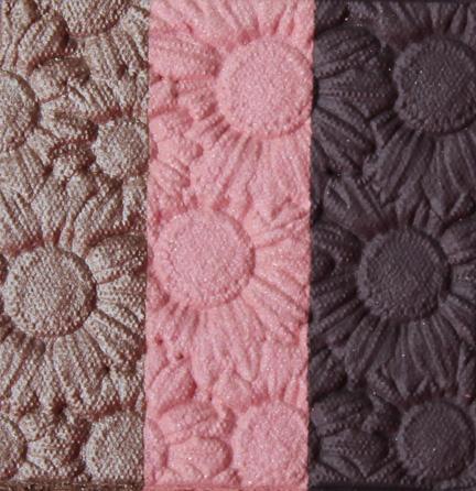 EA-violet-bloom-closeup