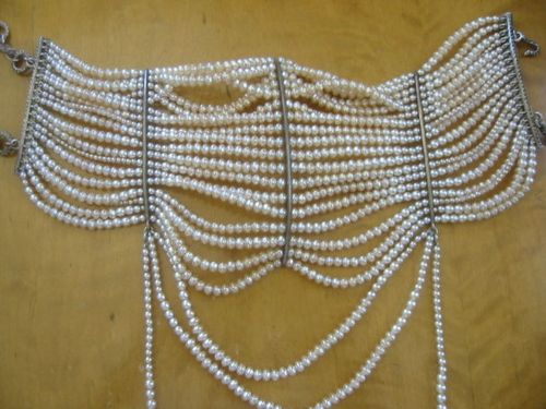 Dior-pearl-necklace-open