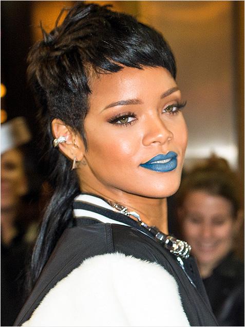 Rihanna-blue-lipstick
