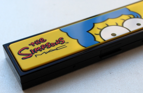 MAC-Simpsons-eye-shadow-palette-edge