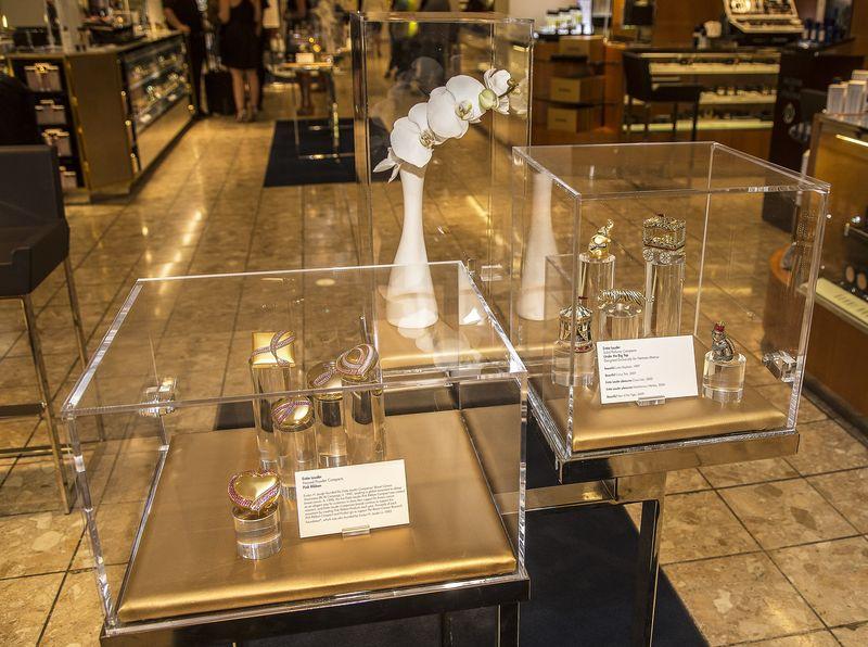 Estée Lauder compact museum, Dallas