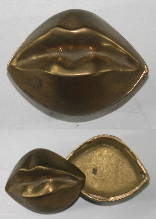 Vintage lip-shaped powder box