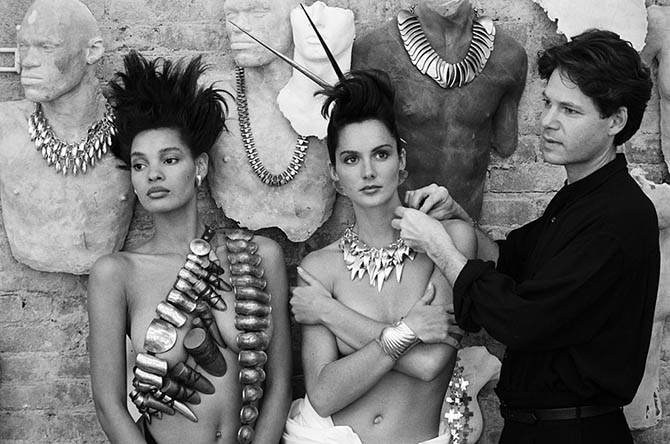 Robert Lee Morris with models, 1987
