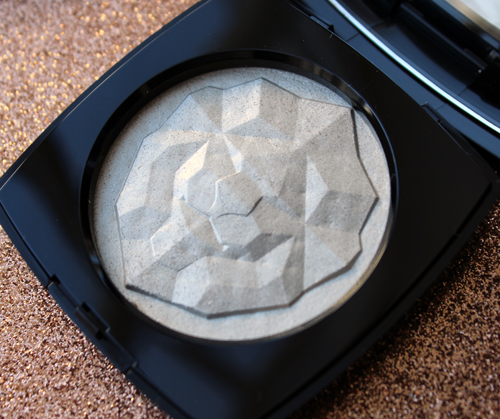 Chanel Signe du Lion highlighter
