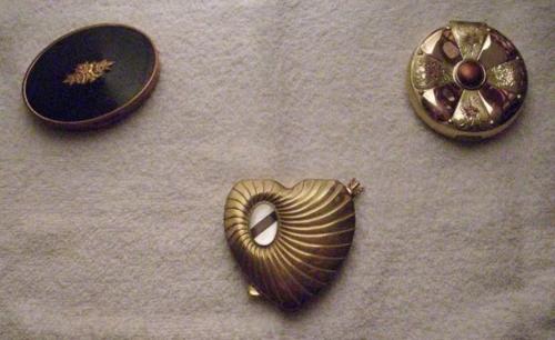 Vintage-compacts-elmo-cara-mia-evans