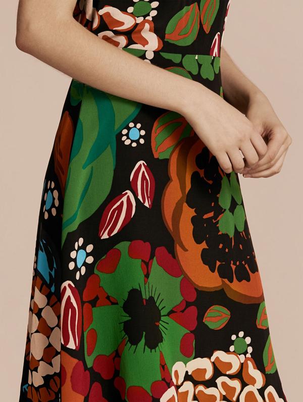 Burberry fall 2016 dress detail