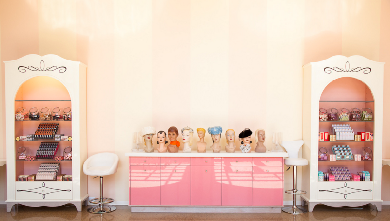 Benefit office - mannequin heads
