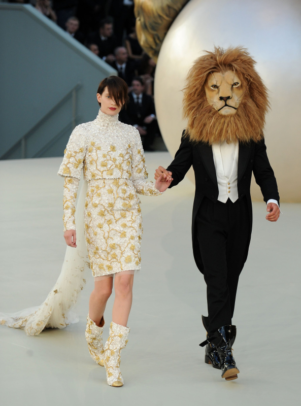 Chanel fall 2010 couture show