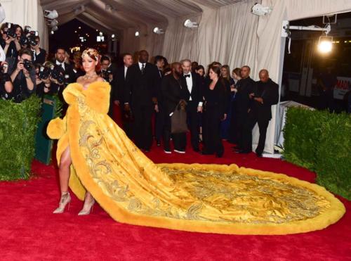 Rihanna in Guo Pei, Met Gala 2015
