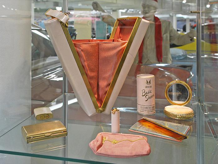 1956 Dodge La Femme makeup kit