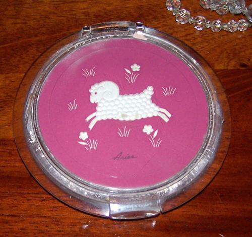 Ziegfeld Zodiac Girl compact - Aries