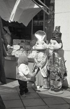 Peko and Poko statues, 1960s