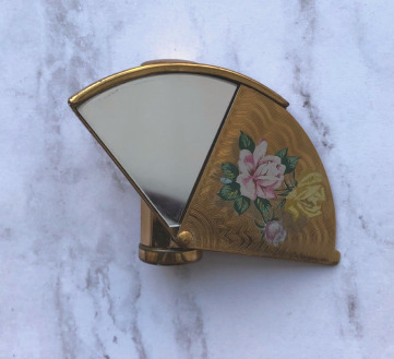 Stratton fan-shaped lipstick mirror
