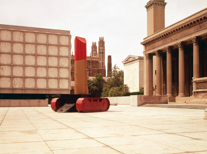 Lipstick (Ascending) on Caterpillar Tracks, Claes Oldenburg