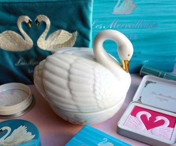 LM Ladurée holiday 2019 swan blush jar