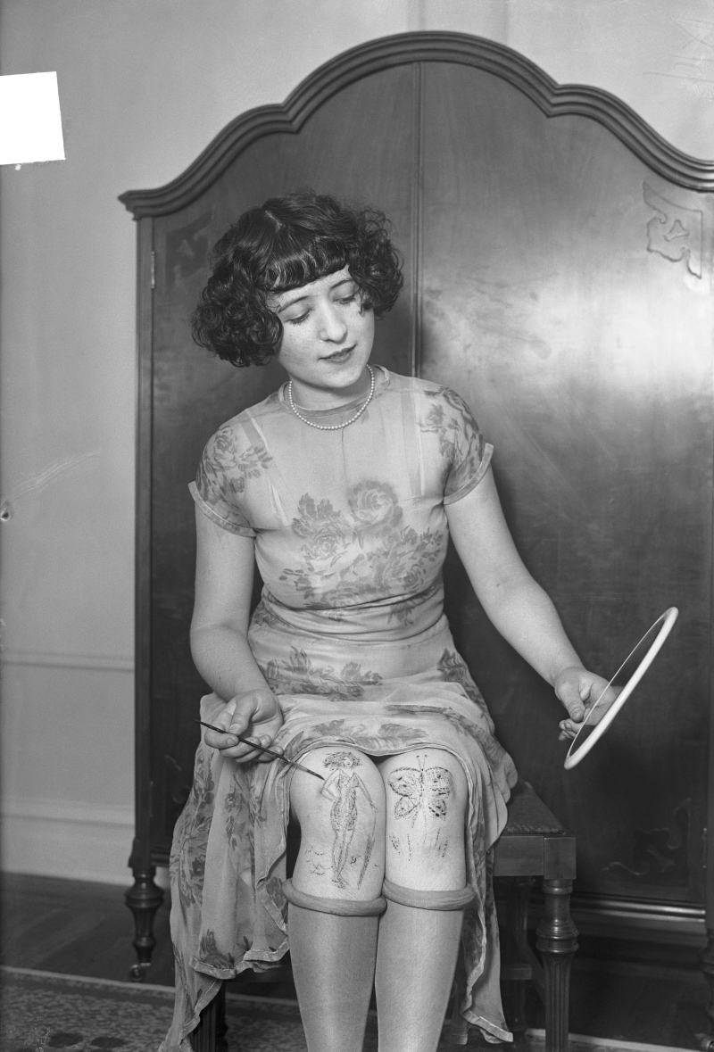 Knee painting in the 1920s