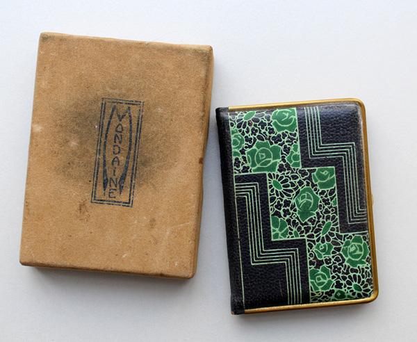 Vintage Mondaine book compact