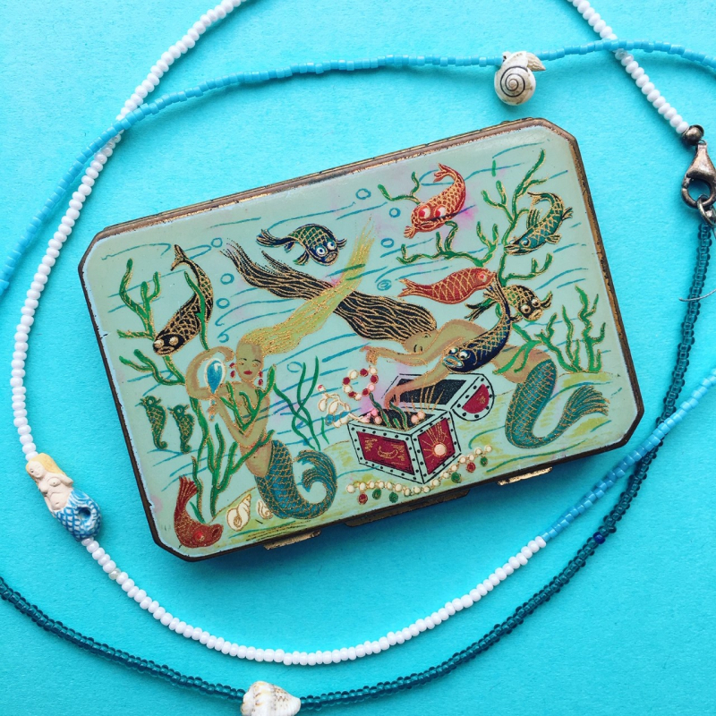 Makeup Museum collection - Stratton mermaid compact